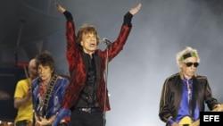 El cantante de Rolling Stones Mick Jagger, junto a Keith Richards (d) y Ron Wood (i), en el concierto ofrecido Madrid en 2014.
