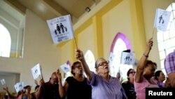 Fieles congregados en una iglesia metodista de La Habana. (Reuters / Alexandre Meneghini).