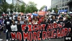 Activistas participan en una marcha hacia la Casa Blanca durante la XIX Conferencia Internacional sobre el SIDA en Washington, DC (EE.UU) hoy martes 24 de julio de 2012. EFE/Shawn