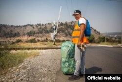 Raúl, un refugiado cubano de 31 años, trabaja en las afueras de la capital montegrina de Podgorica. © ACNUR/Radonja Srdanovic