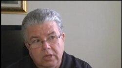 Activistas cubanos entregan premio Tolerancia Plus 2011 al padre José Conrado