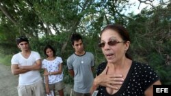 Familia de Payá visita el lugar el lugar donde se produjo el accidente en el que murieron Oswaldo Payá y Harold Cepero, en las inmediaciones de Bayamo