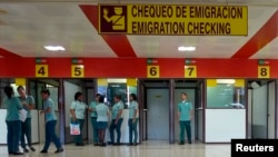 Punto de control de inmigración en el aeropuerto internacional de La Habana