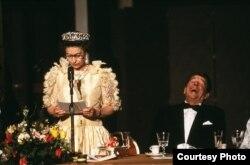 La Reina Isabel II y Ronald Reagan