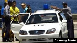 El Geely CK abunda en Cuba, pero lo conducen dirigentes, policías y choferes de turistaxi.