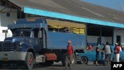 Un camión para el transporte de pasajeros.