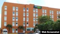 Cubanos arrestados en hotel de Cancún.