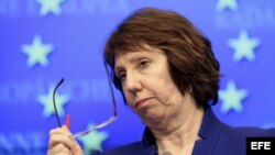 La jefa de la diplomacia de la Unión Europea (UE), Catherine Ashton, atiende a los medios tras la reunión celebrada por los ministros de Exteriores de la Unión Europea (UE) sobre la situación de crisis de Mali, en la sede de la UE en Bruselas, Bélgica, e