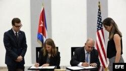 Cuba y EEUU firman acuerdo para cooperación en investigación contra el cáncer