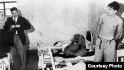 Fidel Castro y el Che en la cárcel tras ser detenidos en México en 1956.
