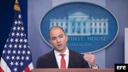 El asesor adjunto de Seguridad Nacional, Ben Rhodes, comenta sobre el viaje a Cuba del presidente Barack Obama, en la Casa Blanca en Washington.