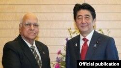 El premier japonés Shinzo Abe recibió al vicepresidente cubano Ricardo Cabrisas Ruiz, en marzo de 2015.