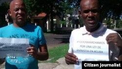 Reporta Cuba. Activistas llevando sus proclamas a favor de la libertad y de una ley de amnistía para los presos políticos y de conciencia.