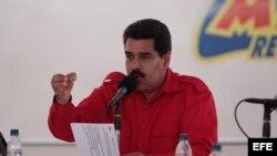 Fotografía cedida por la Presidencia de Venezuela que muestra al presidente venezolano, Nicolás Maduro