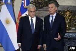 En esta foto de archivo, el presidente argentino Mauricio Macri (derecha) aparece junto a su homólogo de Chile, Sebastián Piñera.
