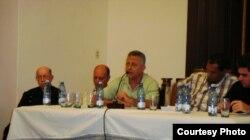 Parte de los panelistas en el Centro Padre Félix Varela (Foto Iván García).