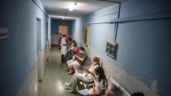 El pasillo de un hospital en La Habana. (Ramón Espinosa Pool via REUTERS).