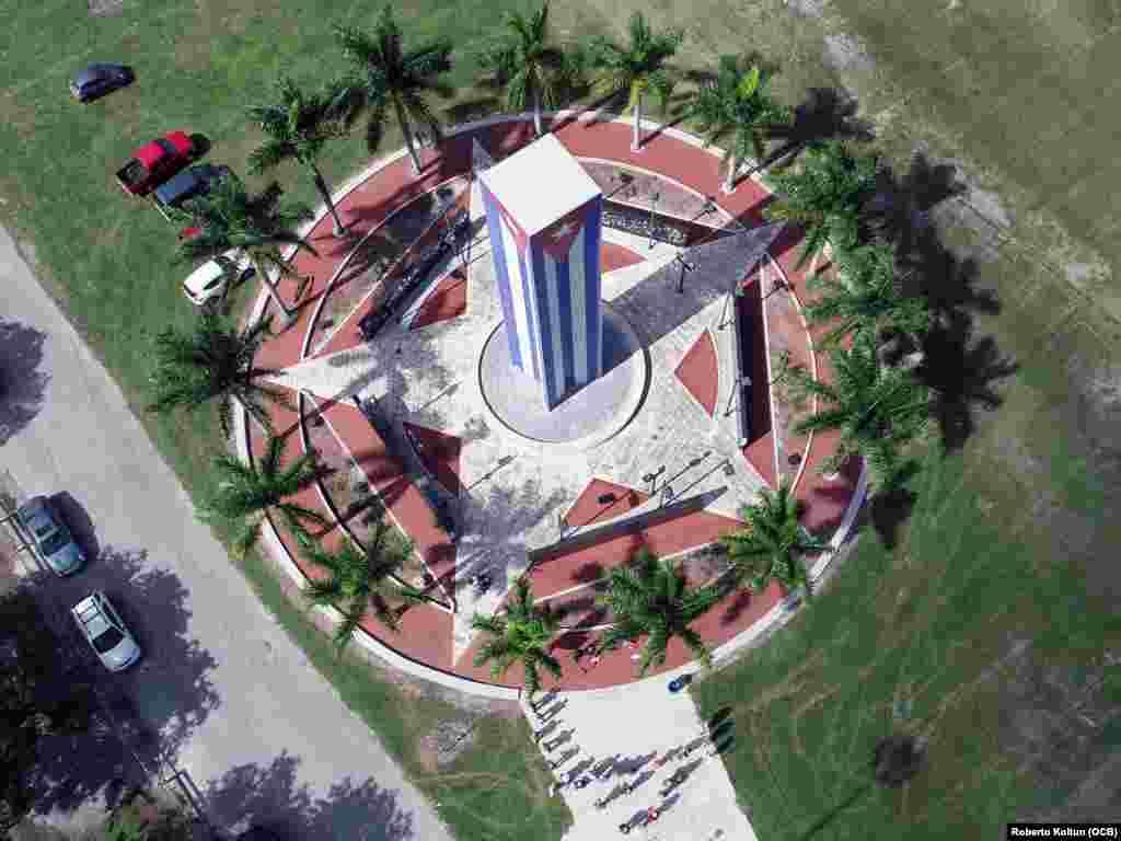 Vista aérea del Memorial Cubano en la Universidad Internacional de la Florida (FIU).