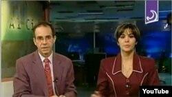 Juan Carlos Tejedor (i) era el presentador del Noticiero del Cierre de la Televisión Cubana.