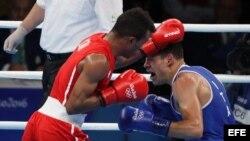 El cubano Lázaro Álvarez (i) venció al boxeador profesional italiano Carmine Tommasone.