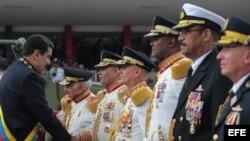 MILITARES VENEZOLANOS DESFILAN EN CARACAS PARA CONMEMORAR LA INDEPENDENCIA