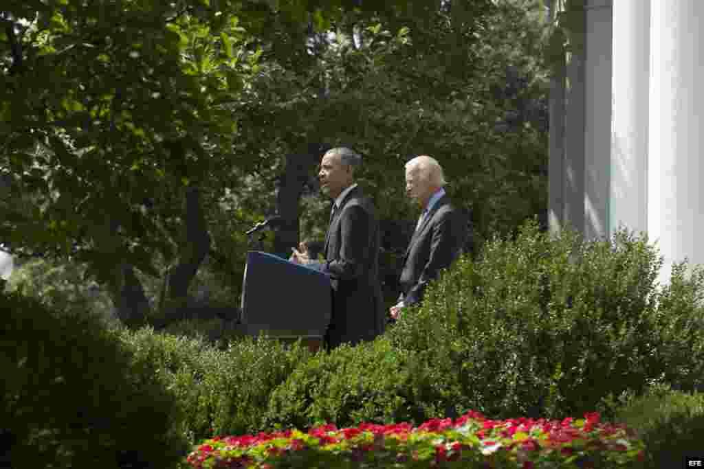 """Obama anuncia """"histórico"""" acuerdo para abrir embajadas con Cuba."""