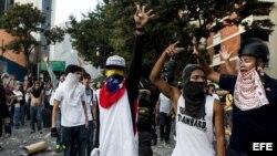 Un grupo de personas participa en manifestaciones en la Plaza Altamira