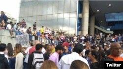 Manifestación opositora en el Parque Cristal de Caracas.