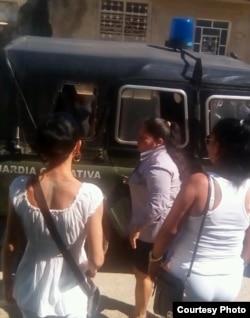 Arresto en Matanzas de Damas de Blanco Twitter Iván Hernández