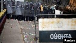 Fuerzas de seguridad de Venezuela bloquearon el puente internacional Francisco de Paula Santander.
