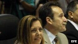 Charlas en La Habana: Josefina Vidal y Gustavo Machín.