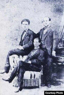 José Martí y los hermanos Valdés Domínguez en Madrid en 1872