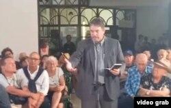 Julio Aleaga Pesant al hablar en la sesión de Ultimo Jueves.