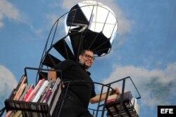 """El artista plástico cubano Alexis Leyva """"Kcho"""", posa en el centro tecnológico Google"""