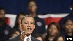 El presidente Barack Obama hablando hoy, 15 de febrero, en Hyde Park Academy en Chicago, Illinois.