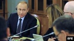 El presidente ruso, Vladímir Putin, durante la entrevista con los presidentes de las doce mayores agencias de noticias mundiales.
