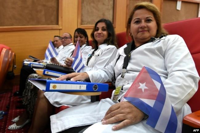Médicos cubanos reciben instrucción en Nairobi, Kenia. Foto AFP/ Simon Maina.