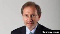 El académico Eduardo Gamarra de la Universidad Internacional de la Florida.