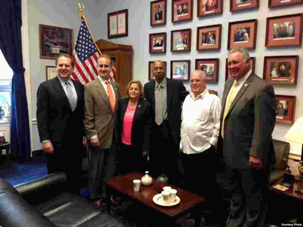 Guillermo Fariñas y Elizardo Sánchez en Washington se reunen con congresistas senadores y representantes