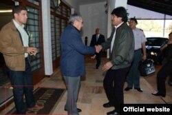 Castro recibe a Evo Morales en Granja do Torto, residencia oficial brasileña.