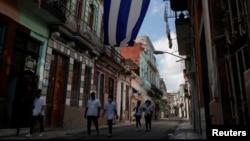 Estudiantes de Medicina buscan casos de coronavirus en La Habana.
