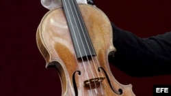 Un violín Stradivarius de 1707. Foto de archivo