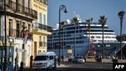 El crucero Adonia de Carnival en La Habana en 2016.