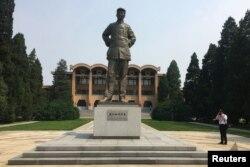 Estatua de Mao Zedong en la Academia Roja de los comunistas chinos. (REUTERS/Ben Blanchard)