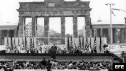 """Berlineses gritaban: """"Sr. Gorbachov, destruya este muro!"""" en el discurso del presidente Ronald Regan"""