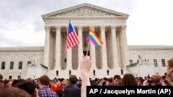 Celebración frente al Tribunal Supremo de Estados Unidos en Washington después de que el Tribunal declarase legal el matrimonio entre personas del mismo sexo. Foto: AP / Jacquelyn Martin / Archivo.