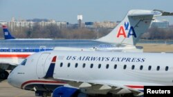 Aviones de US Airways y American Airlines en el aeropuerto Ronald Reagan en Arlington, Virginia, EE UU.