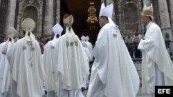 Cardenales y obispos católicos cubanos.