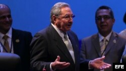 Raúl Castro hablando junto a la presidenta de Costa Rica, Laura Chinchilla.