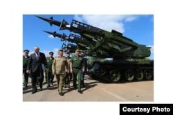 Shoigu visita unidad de tanques en La Habana, Cuba.